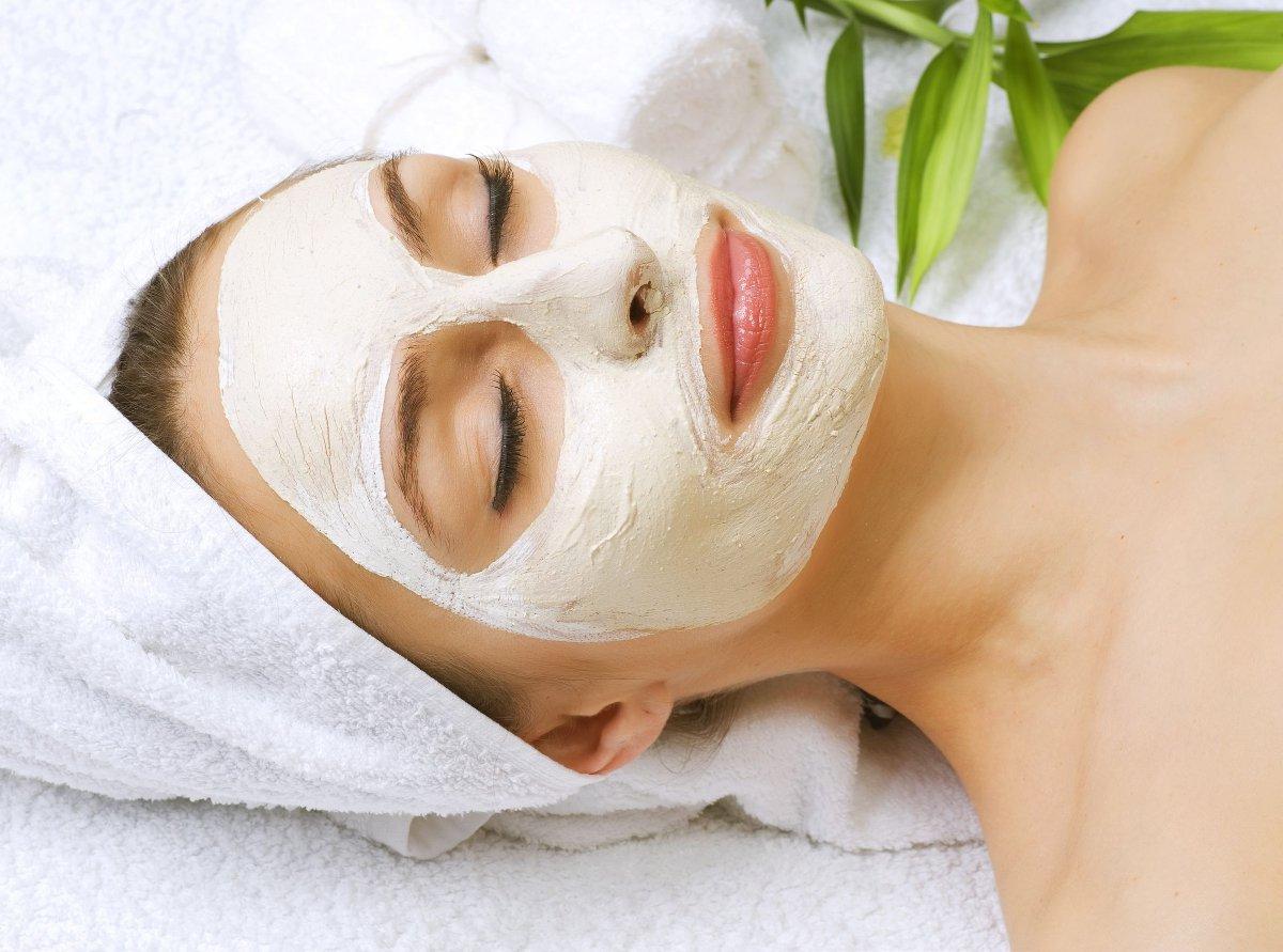 Karbonat ile Cilt Temizleyen Maske Nasıl Yapılır?