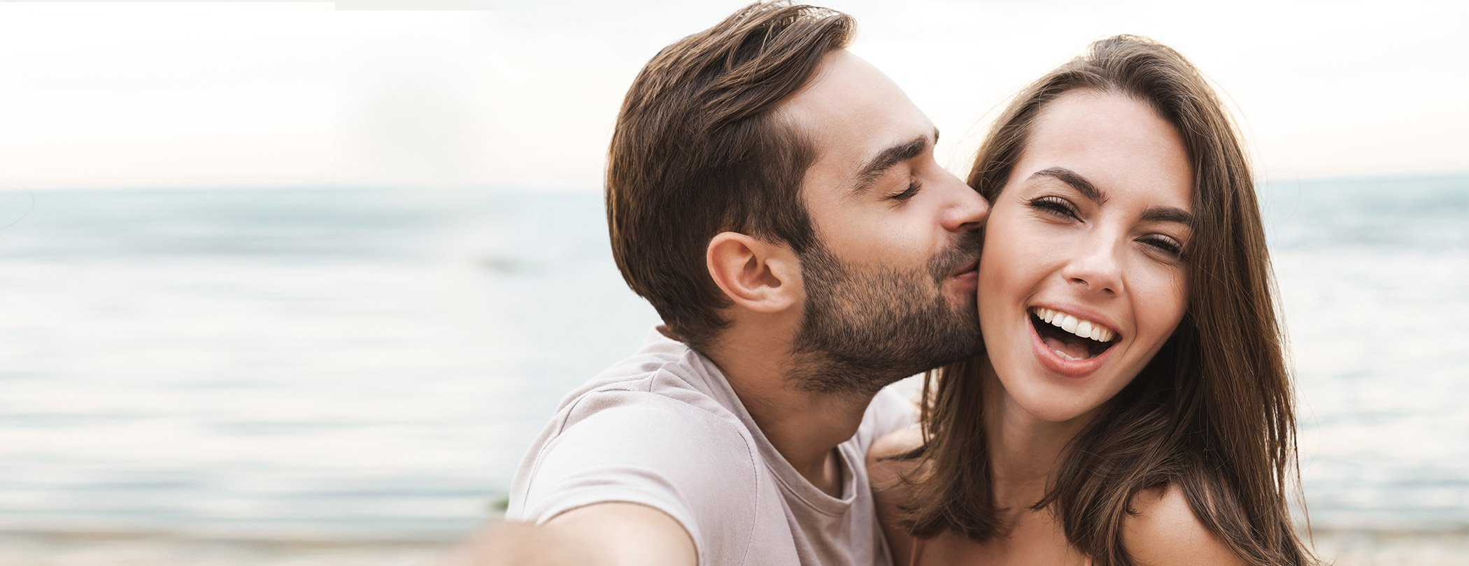 İlişkinizle ilgili kafana takılanlar mı var? Sevgilin sana gerçekten aşık mı?  Tanışmadan ilk buluşmaya, flörtten ayrılığa aşka dair her şey burada!
