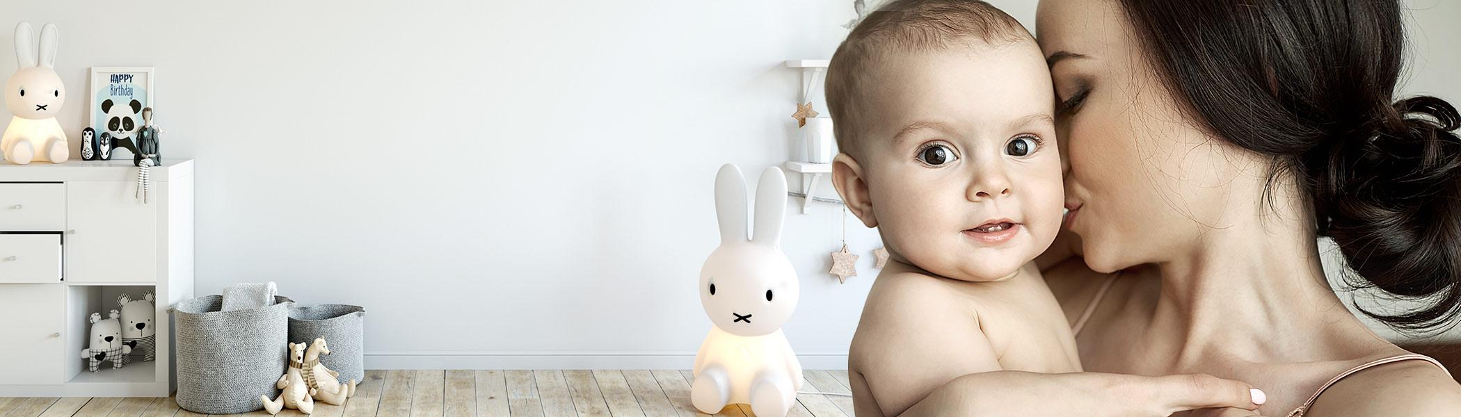 Yeni anneler ya da heyecanlı anne adaylarının bebek bakımı ile ilgili ihtiyaç duyduğu bütün konuları konuşarak, yardımlaşarak, paylaşarak çözüyoruz. Hangi bebek bezini kullanmalıyım, en iyi bebek maması hangi markada, bebeğime nasıl uyku eğitimi veririm diyorsan sen de bize katıl!